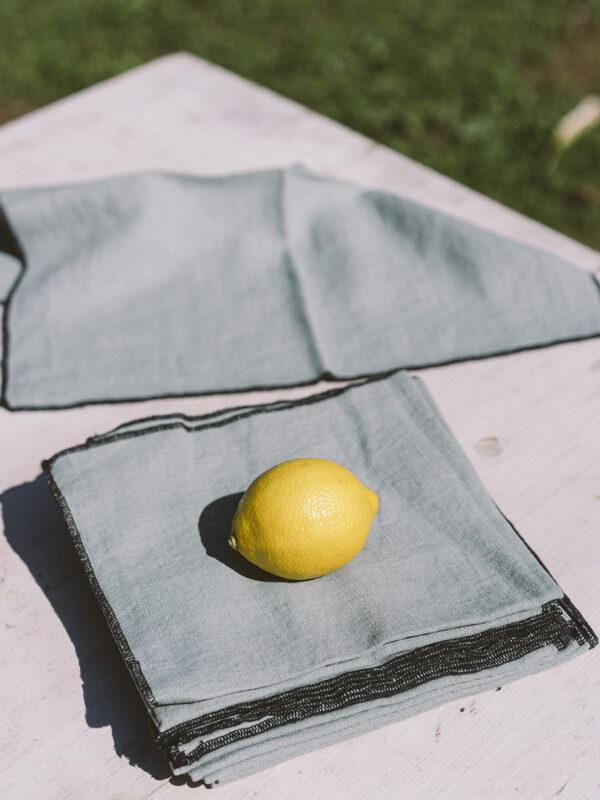 Set de servilletas lino lavado – Ribete negro