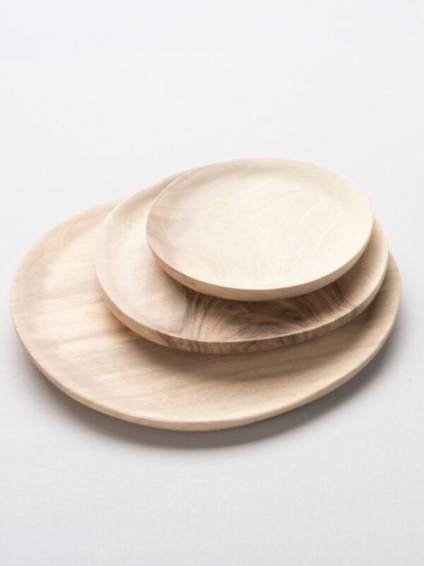 Platos artesanales de madera de nogal